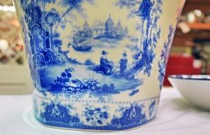 Ceramica-inglese-dal-classico-colore-blu-calico.