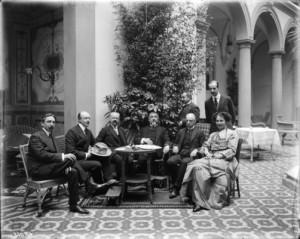 -Il-conte-Antonino-Hoyos-di-San-Giuliano-Giuseppe-Avarna-duca-di-Gualtieri-la-contessa-Berchtold-Giacomo-De-Martino-il-principe-Pietro-Visconti-Venosta-Lanza-di-Scalea-e-il-conte-Leopold-Ber
