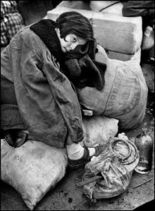 Profughi-a-Barcellona-1939-Robert-Capa.