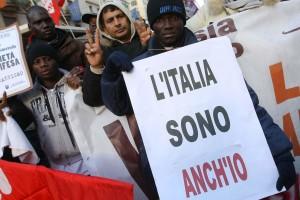 """Corteo """"Accoglienza e solidarietà con tutti gli immigrati contro il razzismo"""""""