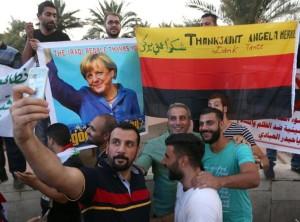 Migranti: Merkel, cambieranno Germania, integriamoli