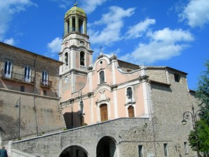 Ripalimosani-la-Chiesa-madre-e-il-Palazzo-ducale.