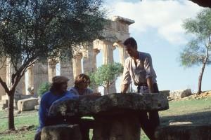 Miraldo, Max e Marco a Selinunte, 1979 (ph. Farassino).