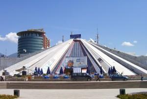 La-Piramida-di-Tirana-nel-settembre-2007-ph.-M.-Geraci