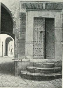 Tunisi-porta-di-casa-araba-da-Beltramelli.
