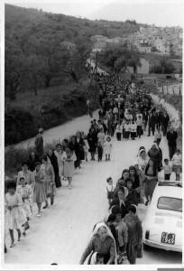 Camini (RC) S. Nicola in processione per fare cessare la pioggia Alluvione 1951.