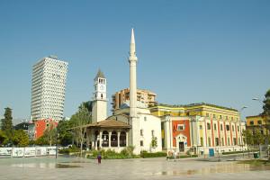 Uno-scorcio-della-Piazza-Scanderbeg-a-Tirana
