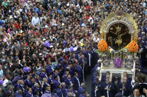 El Senor de los Milagros a Lima.