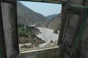 Roghudi abbandonata a seguito alluvioni del 1951 e 1971 (ph. V. Teti).