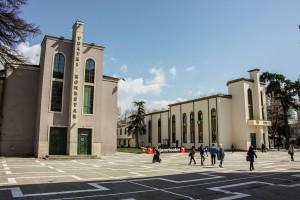 Il complesso architettonico del Teatro Nazionale di Tirana, come appare oggi.