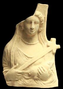 -Busto-di-Demetra-con-fiaccola-a-croce-e-maialino.-Da-Herakleia-Santuario-di-Demetra-IV-III-secolo-a.C.-Conservato-al-Museo-archeologico-nazionale-di-Policoro.