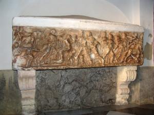 Sarcofago con la raffigurazione del mito di Kore - Cattedrale di Mazara del Vallo (ph. V.M. Corseri).