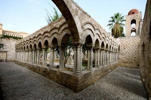 Il-chiostro-della-Chiesa-di-San-Giovanni-degli-Eremiti-come-appare-oggi-dopo-le-ristrutturazioni