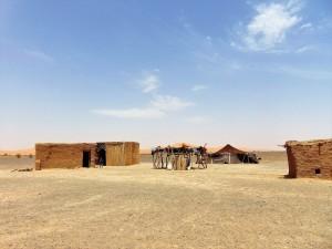 -Hammada-del-Guir-Algeria-accampamento-di-nomadi.