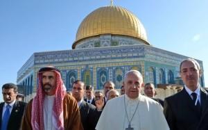 l-papa-davanti-alla-Moschea-di-Abu-Dhabi.