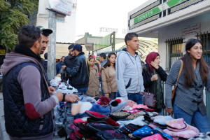 2. Tunisi, una bancarella in un mercato popolare (ph. R. Ceccarelli).