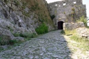 Scutari-ingresso-alla-fortezza-di-Rosafa.