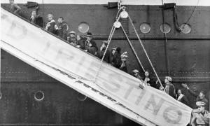 1937-imbarco-di-italiani-diretti-in-Libia-Olycom.