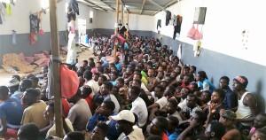 3-migranti-in-un-centro-di-detenzione-in-libia