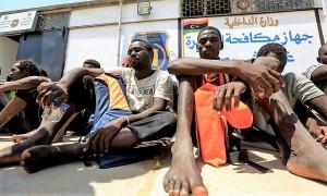 5-migranti-in-un-centro-di-detenzione-in-libia