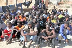 8migranti-in-un-centro-di-detenzione-in-libia
