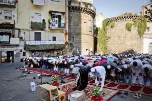 copertina-napoli-preghiera-piazza-mercato-ph-ciro-di-luca