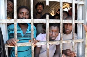 copertina-migranti-in-un-centro-di-detenzione-in-libia