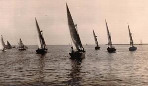 1-velieri-in-partenza-dal-porto-di-trapani-diretti-a-sfax-per-la-pesca-delle-spugne-1920-circa-propr-tonino-perrera