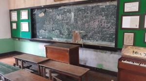 2-isola-di-nahmae-aula-scolastica-degli-anni-50-del-xx-secolo-ph-niglio