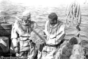 6-palombari-greci-alla-pesca-di-spugne-stratis-liadellis-su-http-venets-wordpress-com