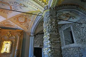 cappella-dele-ossa-nella-chiesa-di-s-francesco-ad-evora