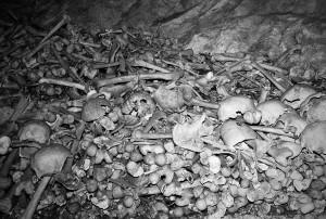 ossa-conservate-allinterno-del-santuario-micaelico-in-grotta-di-montorio-lazio-ph-ceccarini