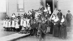 6-residential-school-bambini-strappati-alle-famiglie-dalla-chiesta-cattolica-romana-in-canada