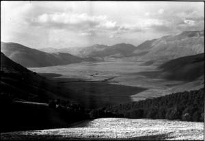 pian-piccolo-pian-grande-castelluccio-di-norcia-monte-vettore1988-c-photo-salvatore-piermarini