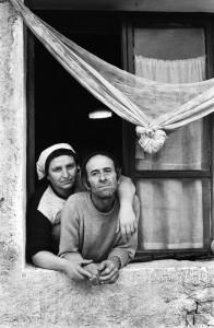 9-donna-calabrese-con-marito-langarolo-piemonte-1985paola-agosti-2