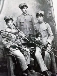 bordonaro-primo-da-destra-nella-banda-musicale-di-bolognetta