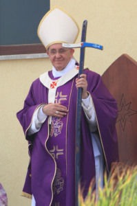 papa-francesco-con-la-croce