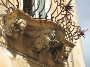 fig-1-balcone-dei-cherubini-palazzo-la-rocca