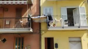 xcoronavirus-pranzo-tra-balconi-fermo-marche-porto-san-giorgio-jpg-pagespeed-ic-iu2lnkok-l