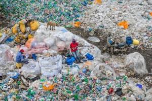 dandora-landfill-3-plastics-recycling-nairobi-kenya-2016-edward-burtynsky
