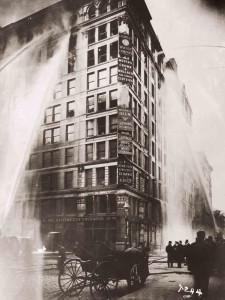 foto-1-la-triangle-shirtwaist-factory-in-fiamme