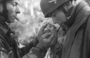 Italien, Fallschirmjäger, rauchend
