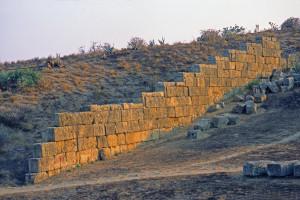 il-muro-per-difendere-il-santuario-dalla-sabbia