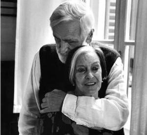 mari-vergine-abbraccio-immagini-quotidiano-net