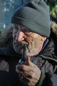 anziano-fuma-la-pipa-s-angelo-muxaro-2001