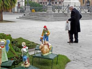 anziano-in-piazza-politeama