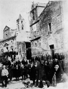 foto-1-mezzojuso-la-piazza-in-una-domenica-del-1891