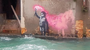 banksy-naufrago-bambino-venezia