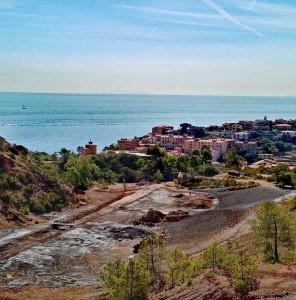 il-paese-di-rio-marina-visto-dal-cantiere-minerario-a-cielo-aperto-agosto-2020-foto-personale