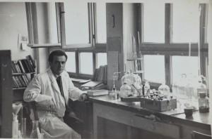 03-il-poeta-nel-suo-studio-di-chimico